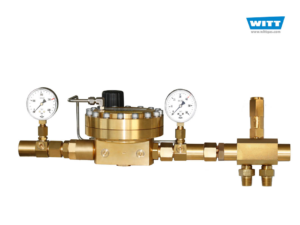 Dome-loaded pressure regulator as manifold pressure regulator